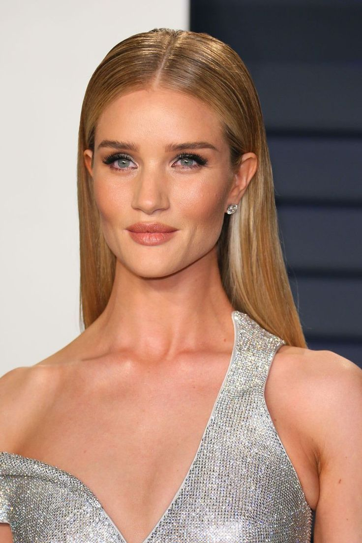 The Most Major Celebrity Beauty Looks From The Oscars 2020 Oscar Hairstyles Sleek Back Hair Sleek Hairstyles