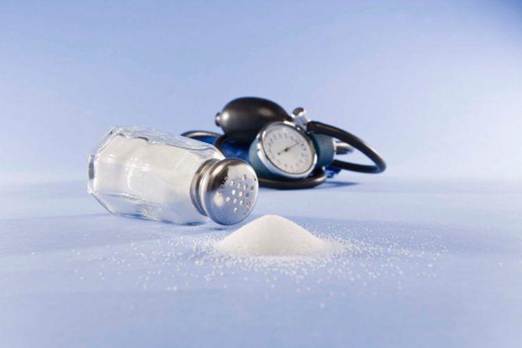 ¿Cuánto sodio puedo consumir al día para bajar de peso..