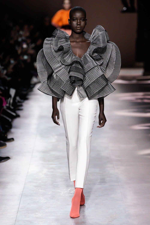 Givenchy Haute Couture Printemps été 2020 Défilé Vogue Paris Defile Mode Look Haute Couture Mode Contemporaine