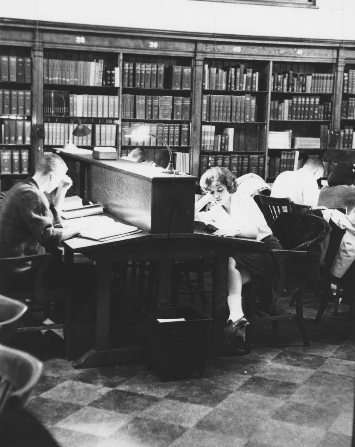 Students study at King Library circa 1966. Photo from Explore UK.