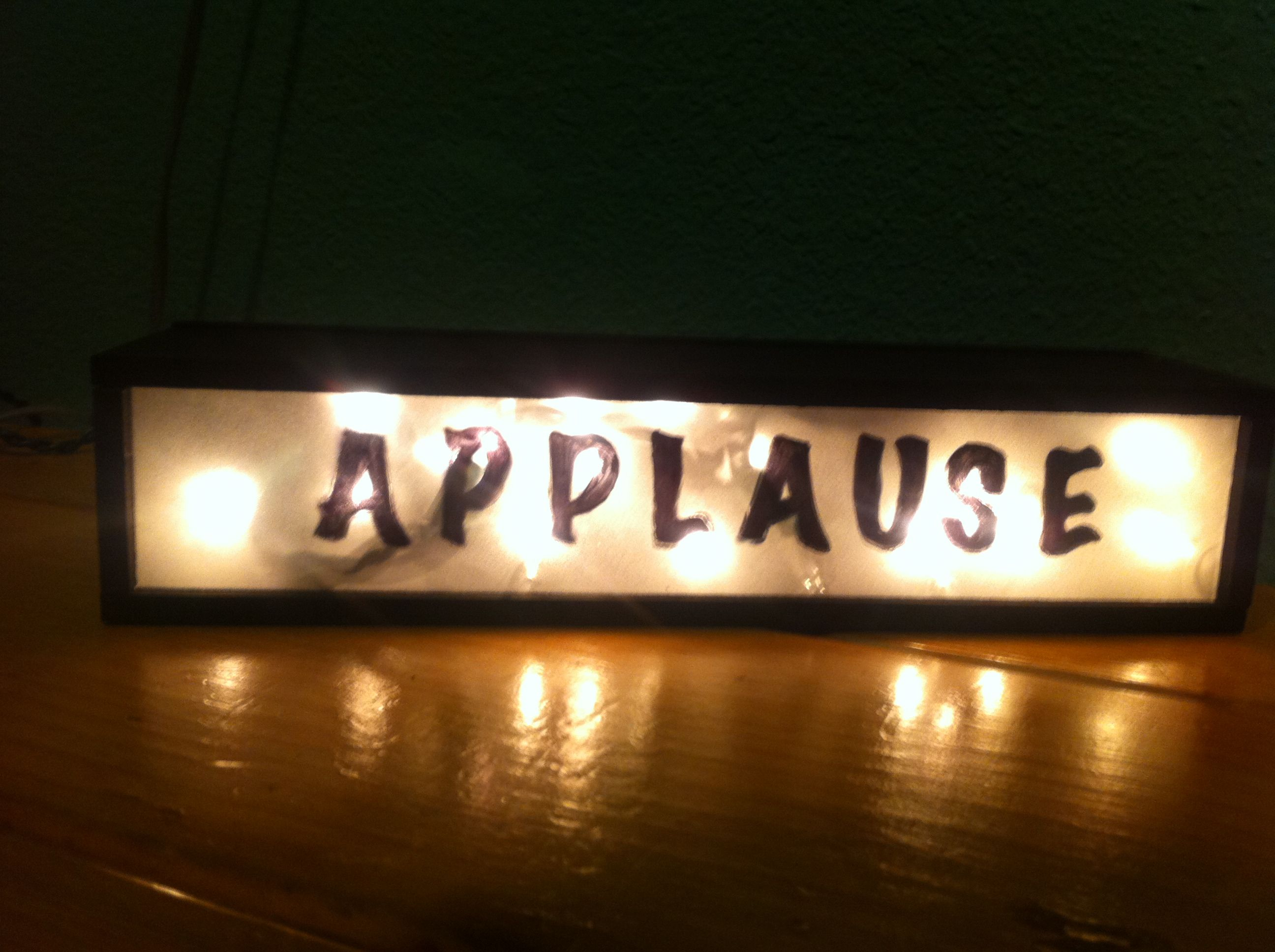 Game Show Cast Gift A Light Up Applause Sign For Your Bedroom - Light show for bedroom