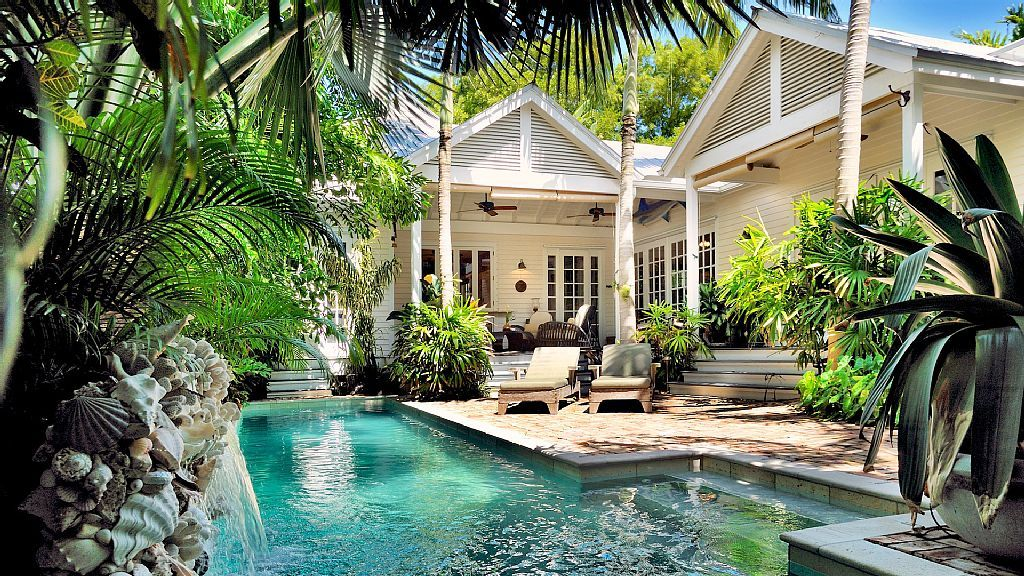 Heavenly Zen The Seaport Lavish Homeaway Key West Small Pool Area Cottage Beach With Seashells Love Walk Through Can Be Ed