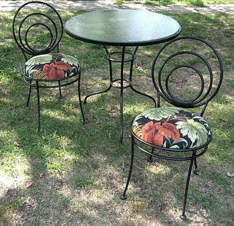 Stylish Wrought Iron Table And Two Chairs That Bring Back The Art