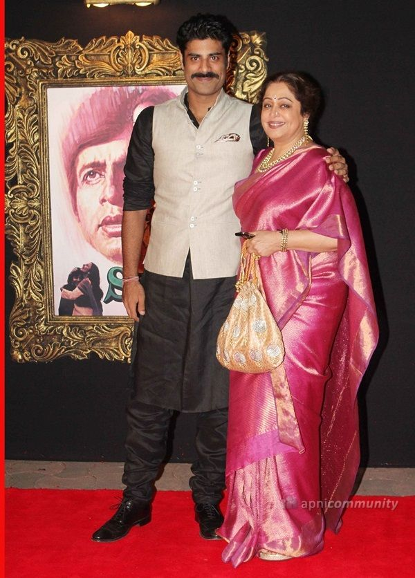 kirron kher with her son sikander kher at red carpet