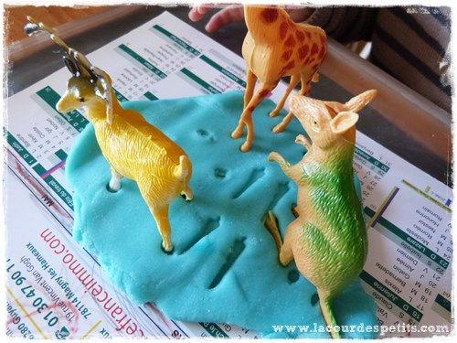 Comment faire de la pâte à modeler | La cour des petits | Faire de la pâte à modeler, Pate a ...