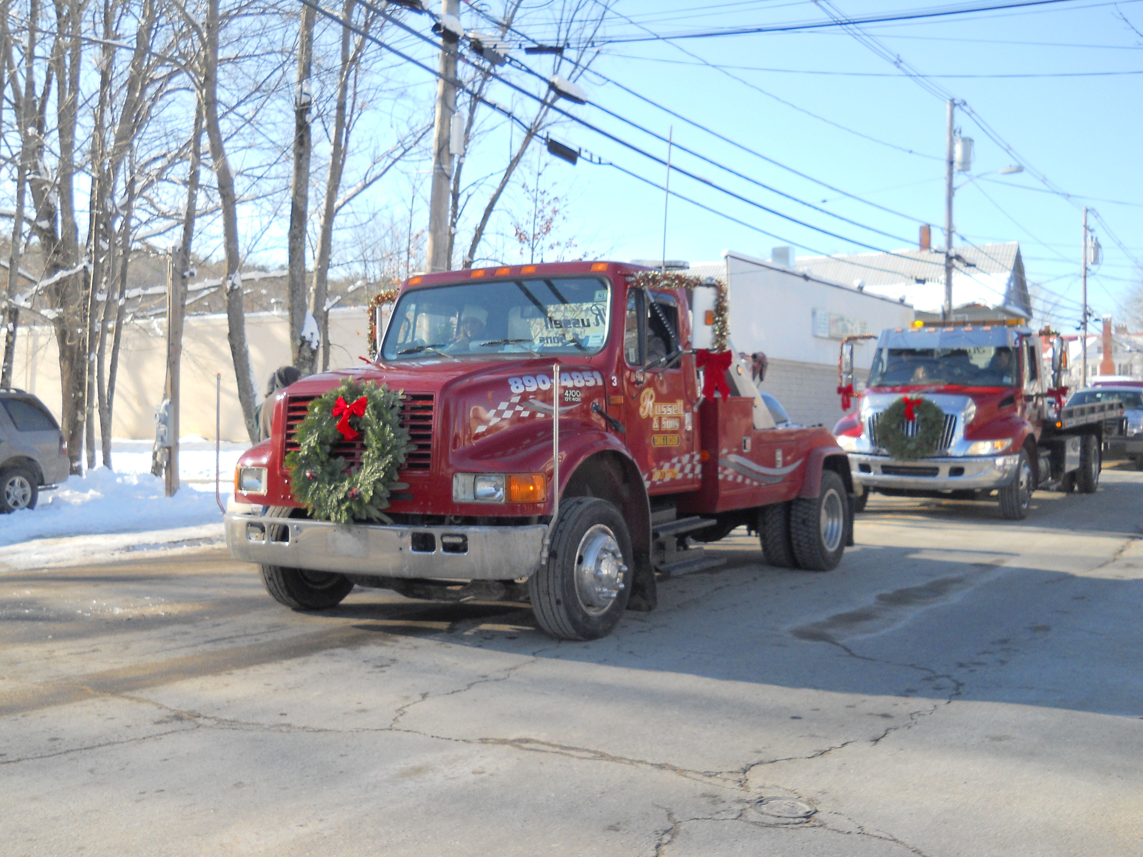 christmas decorated tow truck in christmas parade - Christmas Car Parade Decorations