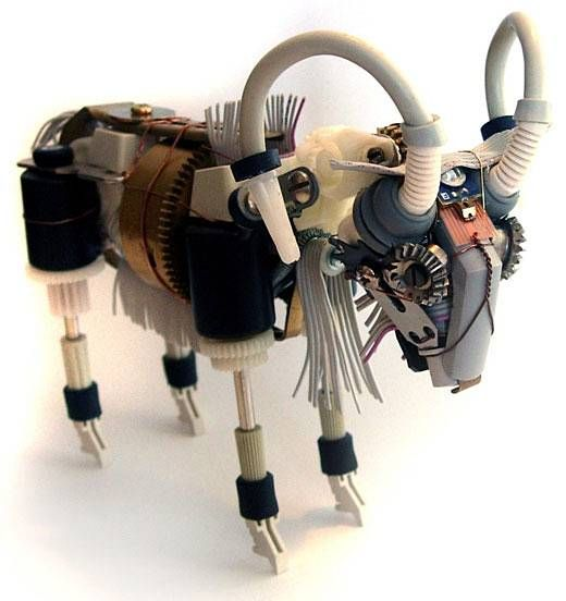 Robot sculptures made from recycled materials / Esculturas robots hechas con materiales reciclados