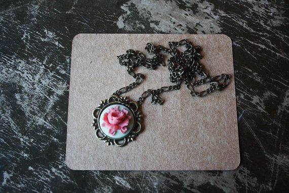 Love this {just lovely things} necklace! I need it!! :)