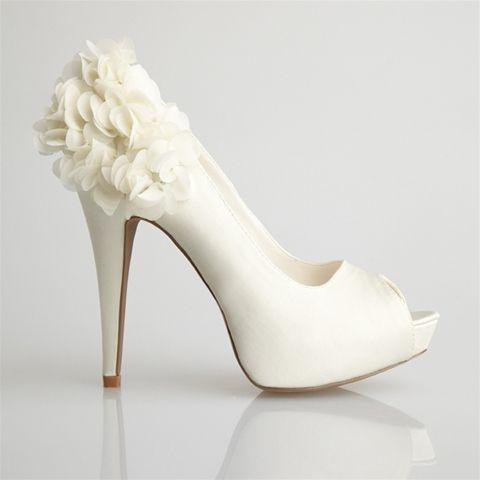 zapatos para novia, en cuero blanco altos, con plataforma adorno con