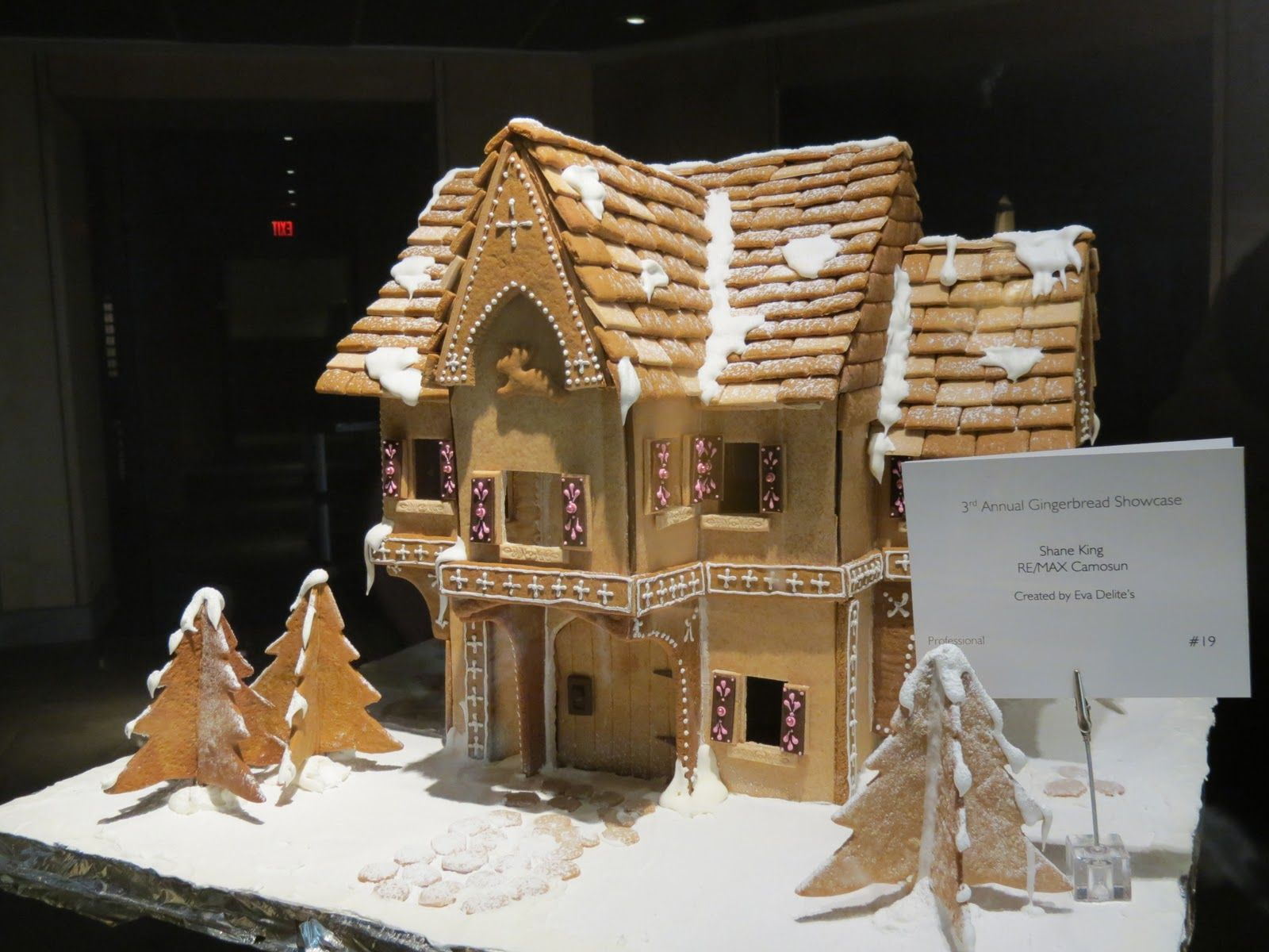 House design cake - Gingerbread House Design By Rebecca Sutterby