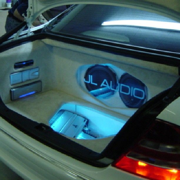 Mercedes benz custom car stereo trunk install jl audio for Mercedes benz car trunk organizer