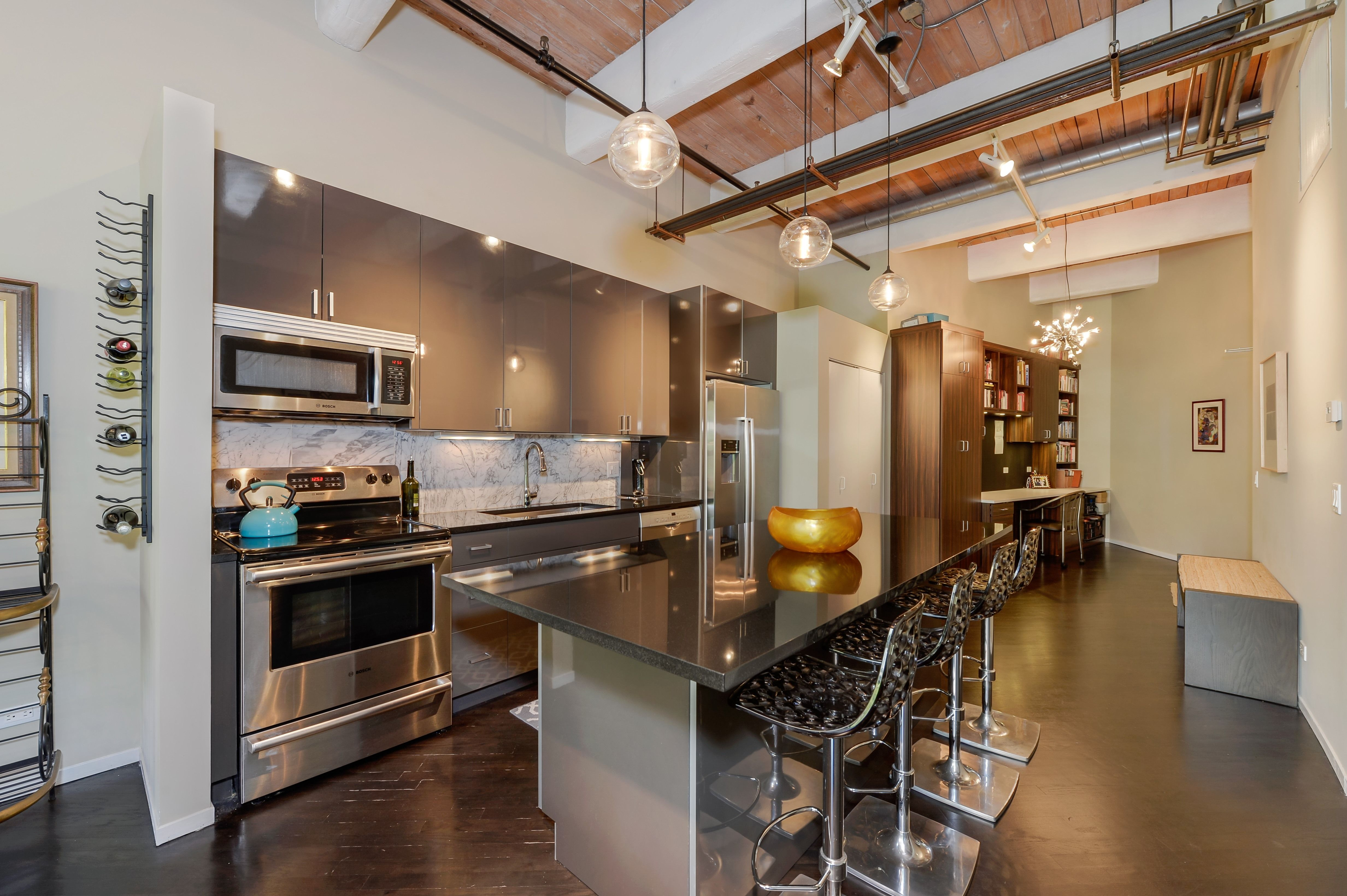 Stunning 1 Bedroom Timber Loft In Bucktown With An Open Kitchen Pendant Lighting Hardwo One Bedroom Apartment Chicago Apartments For Rent Apartments For Rent