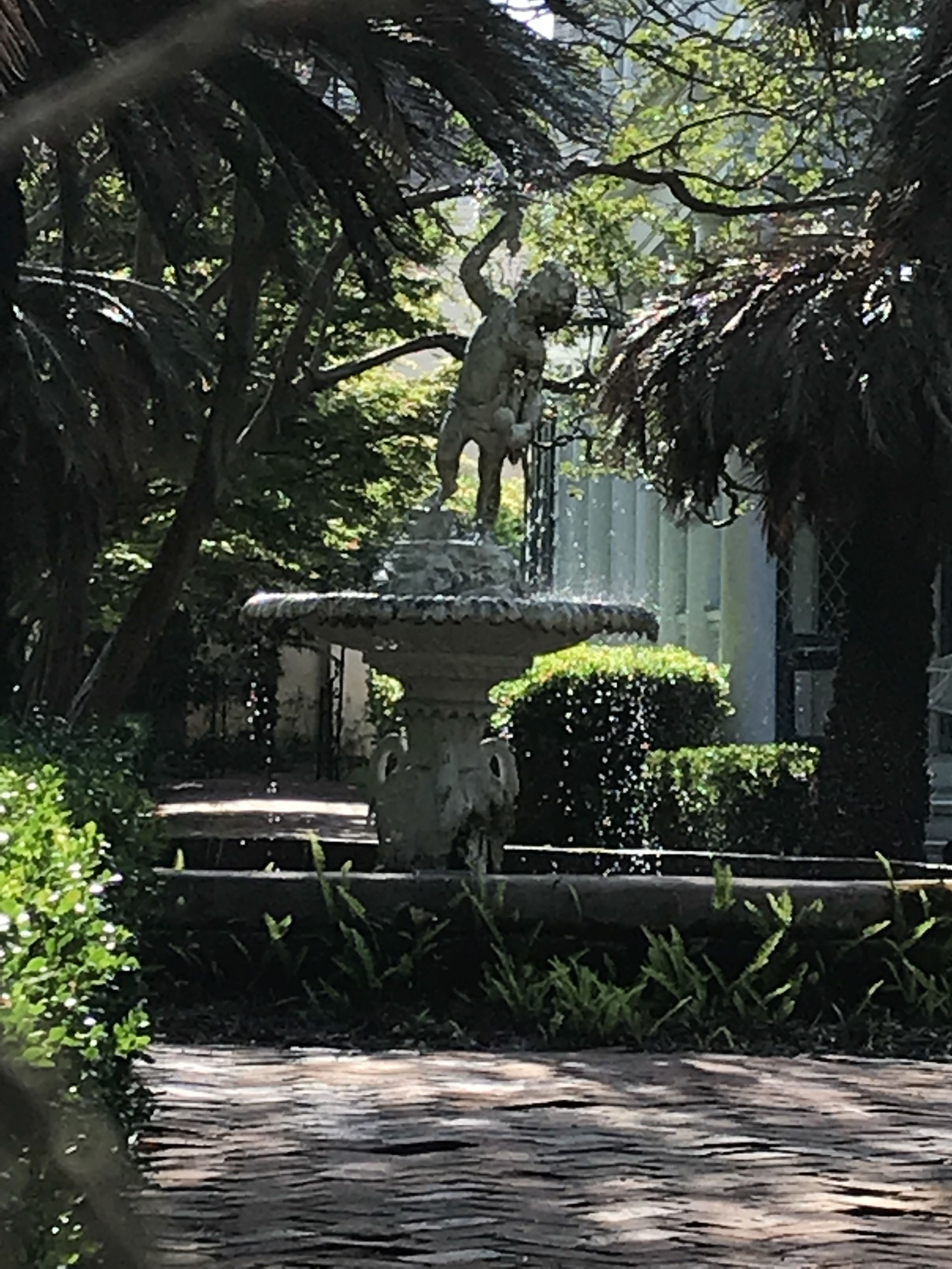 Beautiful Courtyards Along Battery Park The Historic Area Of Charleston Sc American Cities Outdoor Fountain