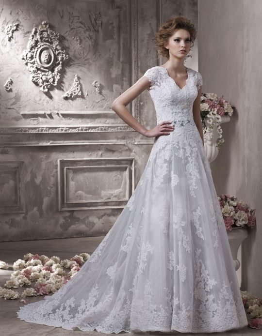 A beautiful Petite Bridal Gown - Choose dresses that flatter your ...