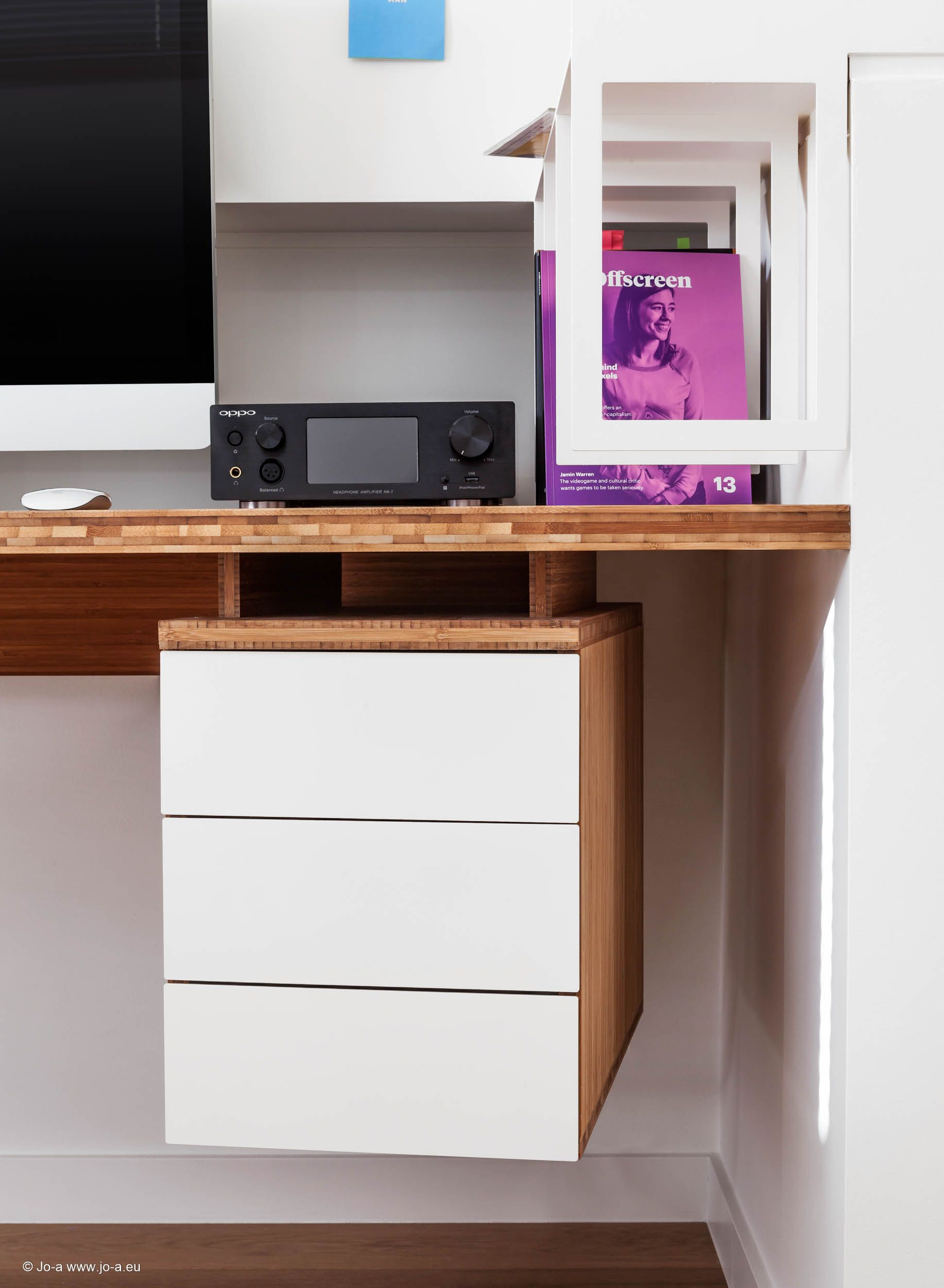 Meuble Tv Hifi Intégré joa créé un ensemble de meubles en bambou pour ce projet