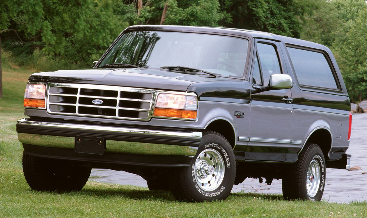 Ford Bronco Xlt 1994 The 5th Generation Was The Final Version Of The Bronco Which Ceased Production In 1996 When It Ford Bronco Ford Trucks 1995 Ford Bronco