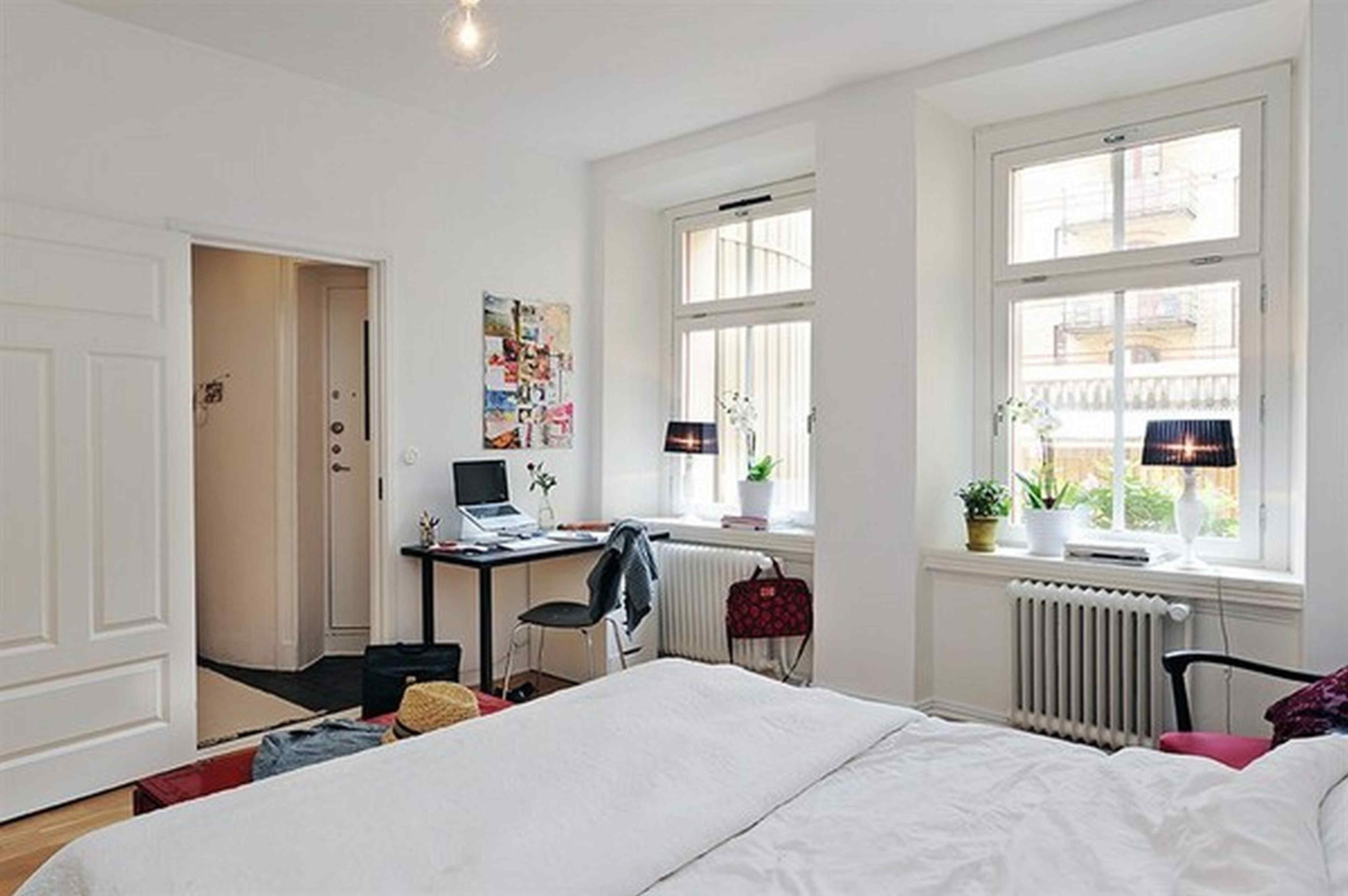 40 Beautiful Apartment Bedroom Decorating Ideas Small Apartment Room Small Bedroom Interior Interior Design Bedroom