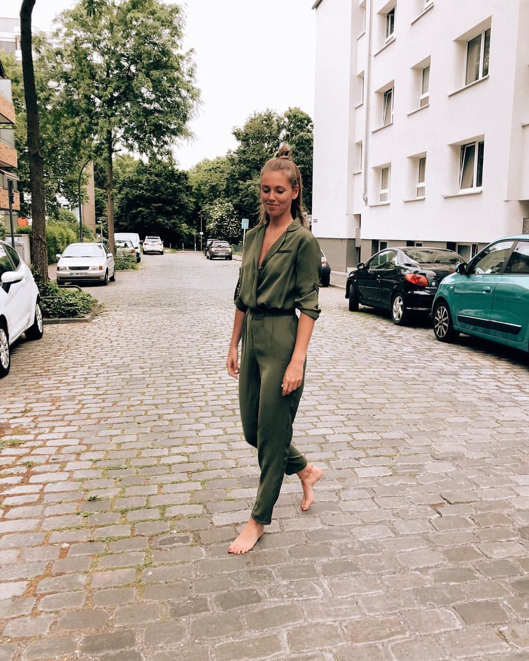 Barefoot In City #barefoot #city #tanned #happy #