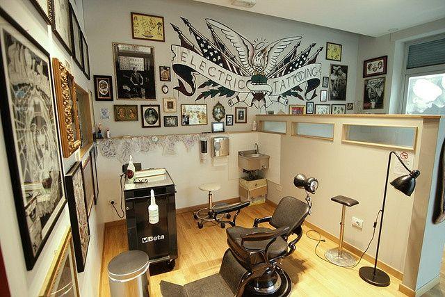 Tattoo shop pepe zuno electric tattooing shop in viareggio italy the studio tattoo - Tattoo studio decor ...