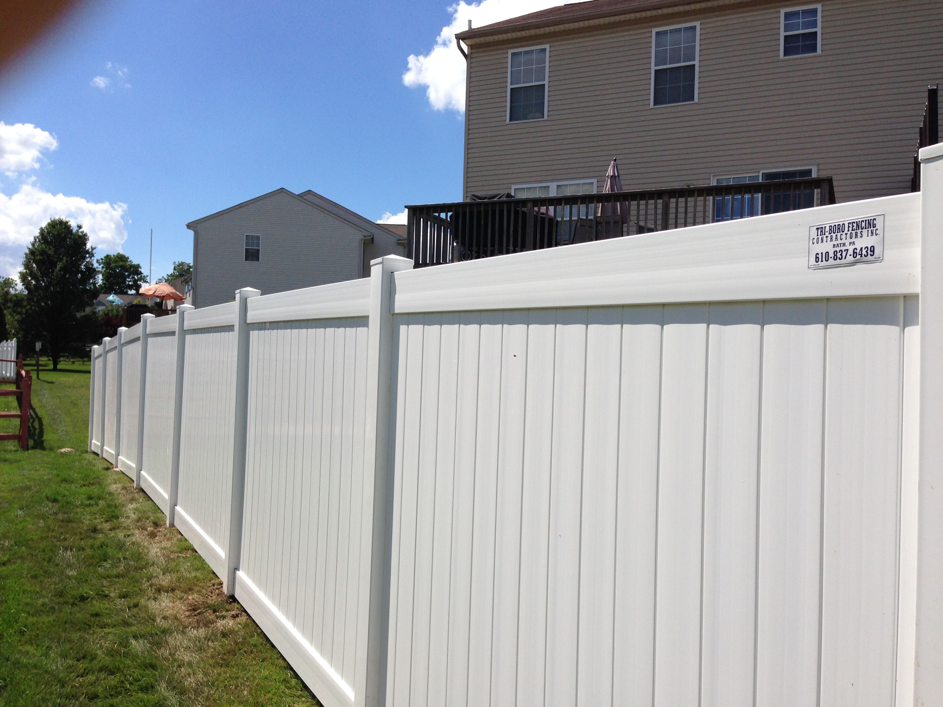 White Solid Vinyl Privacy Fence Installed By Ryan His Crew Triborofence Vinylfence Privacyfence Vinyl Privacy Fence Backyard Fences Vinyl Fence