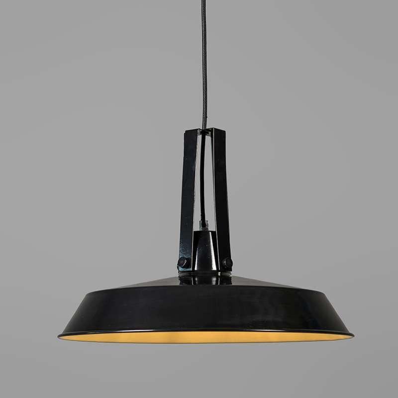 Pendelleuchte Living 40cm schwarz: Robuste Pendelleuchte aus Metall im Industrie-Look. Hochglanz Lackierung mit weißem Interieur zur optimalen Lichtreflexion nach unten. Die Lampe verfügt über ein Sfoffkabelist in der Farbe des Schirms. #lagerräumung #sale #industrielampe #pendelleuchte #modern