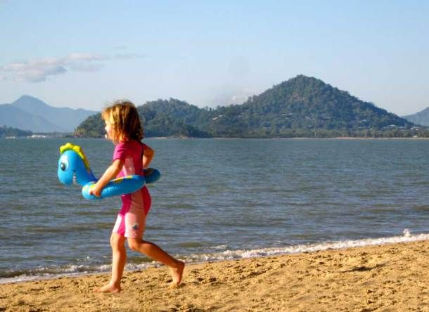 Surrounded by the mountains of the Great Diving Range, Palm Cove is a perfect place for families, couples and anyone who looks for a quiet place. - Travel Cards from PALM COVE – QLD, Australia!