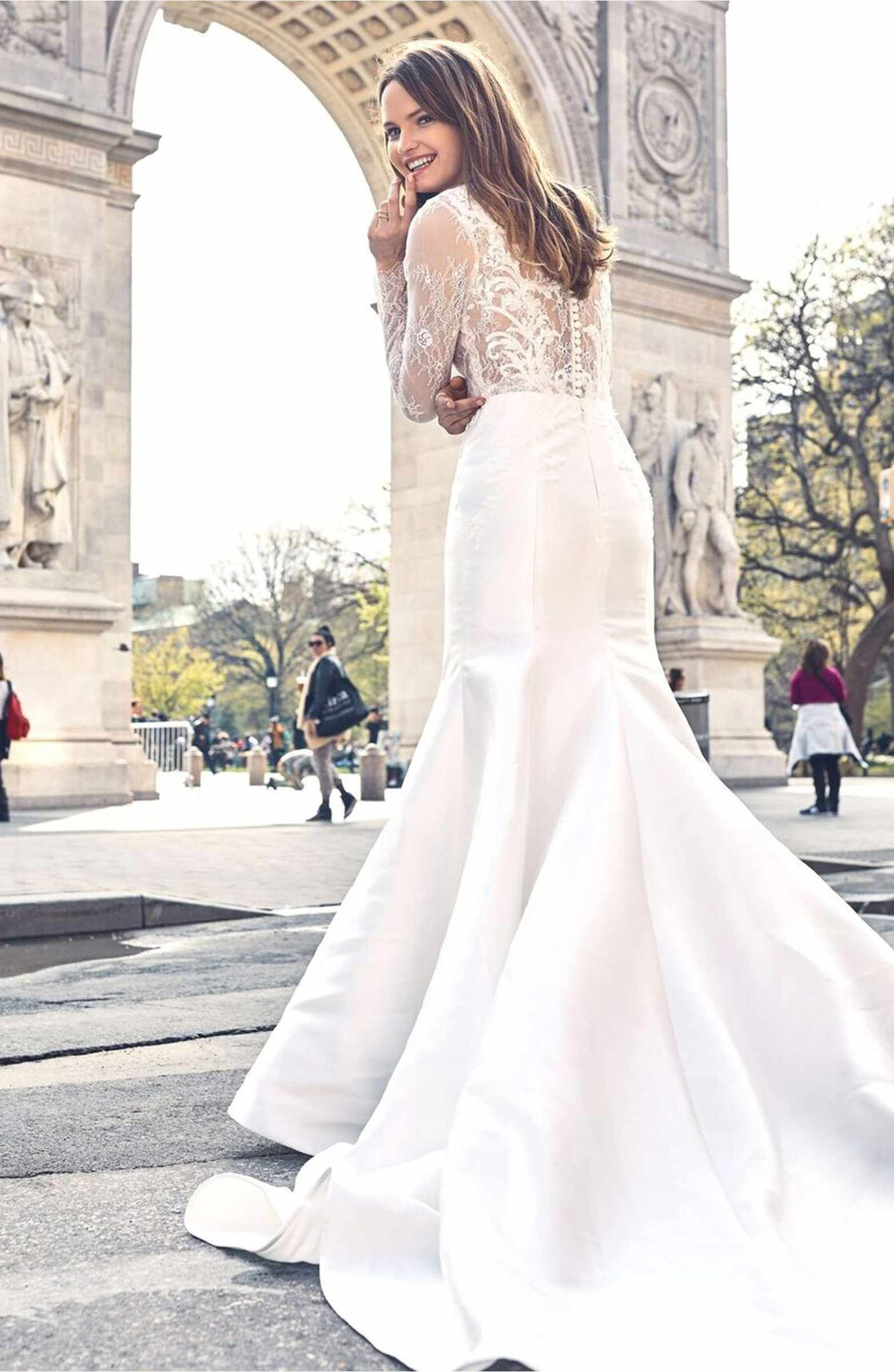 Main Image Bliss Monique Lhuillier V Neck Lace Mikado Mermaid Gown 3400 Top Wedding Dresses Long Sleeve Wedding Dress Lace Mermaid Wedding Dress Trends