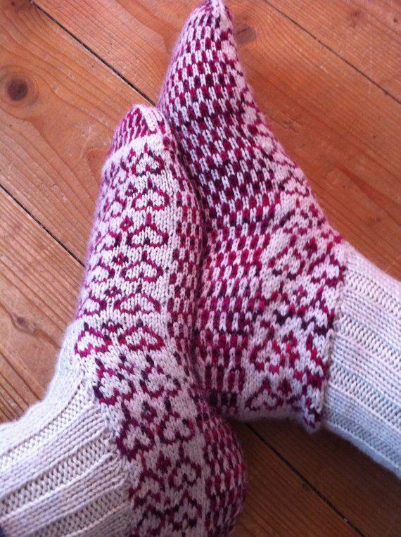 knee-high socks, 5.50 pattern with unusual heel construction ...
