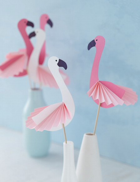 Photo of DIY crafting instructions with template for simple decorative flamingos