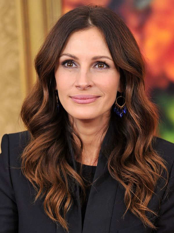 A Ranked List Of Julia Roberts Best And Worst Hair Color Moments Daily Makeover Hair Color Auburn Julia Roberts Hair Auburn Balayage