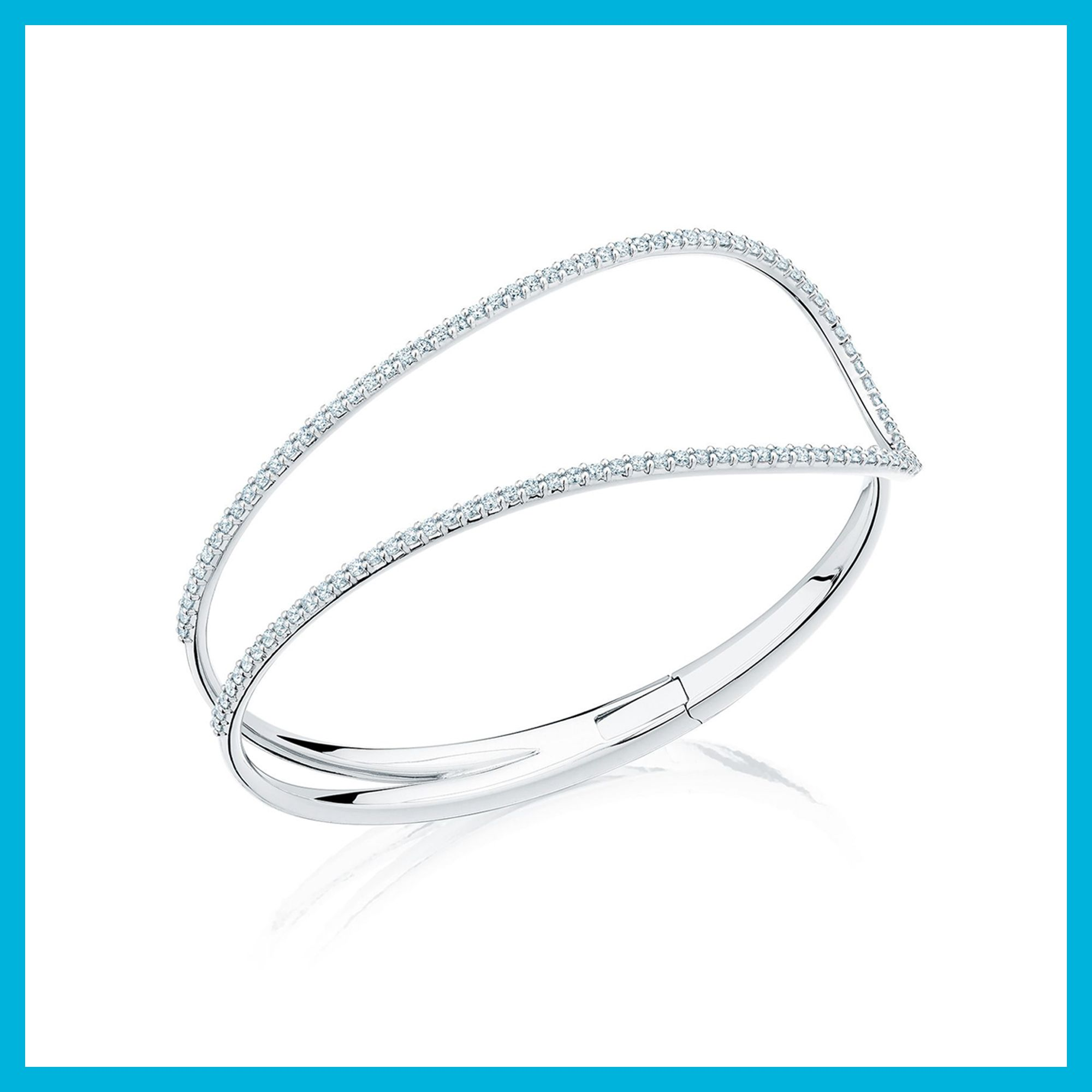 Pétale diamond cuff bracelet in white gold in holidays with