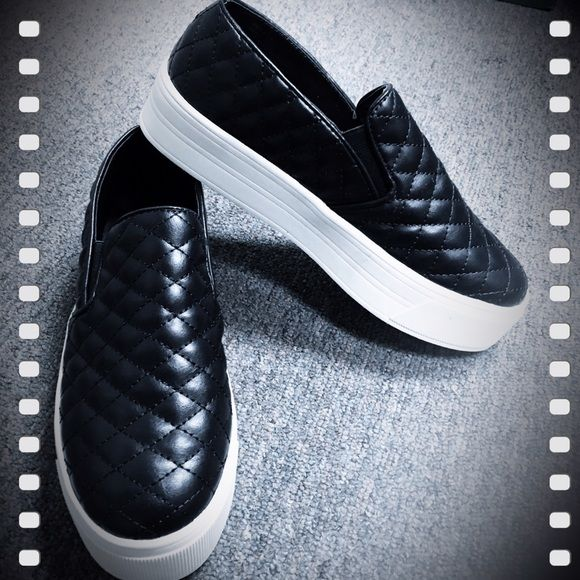 Candies, quilted double gore, platform sneakers NIB Candies, black and white quilted platform sneakers. Comfortable and light weight. These go from city style- easily to business casual. These were shelf pulls Candies Shoes Platforms
