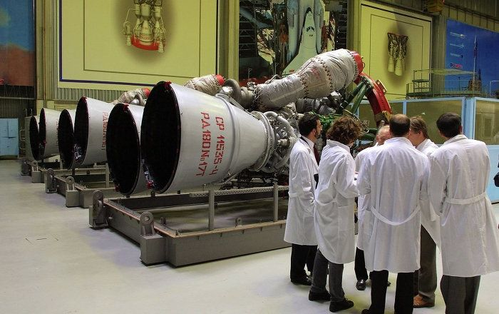 The Russian space industry is working on the creation of new rocket engines for advanced launch vehicles, Russia's Federal Space Agency Roscosmos head Igor Komarov said Tuesday.