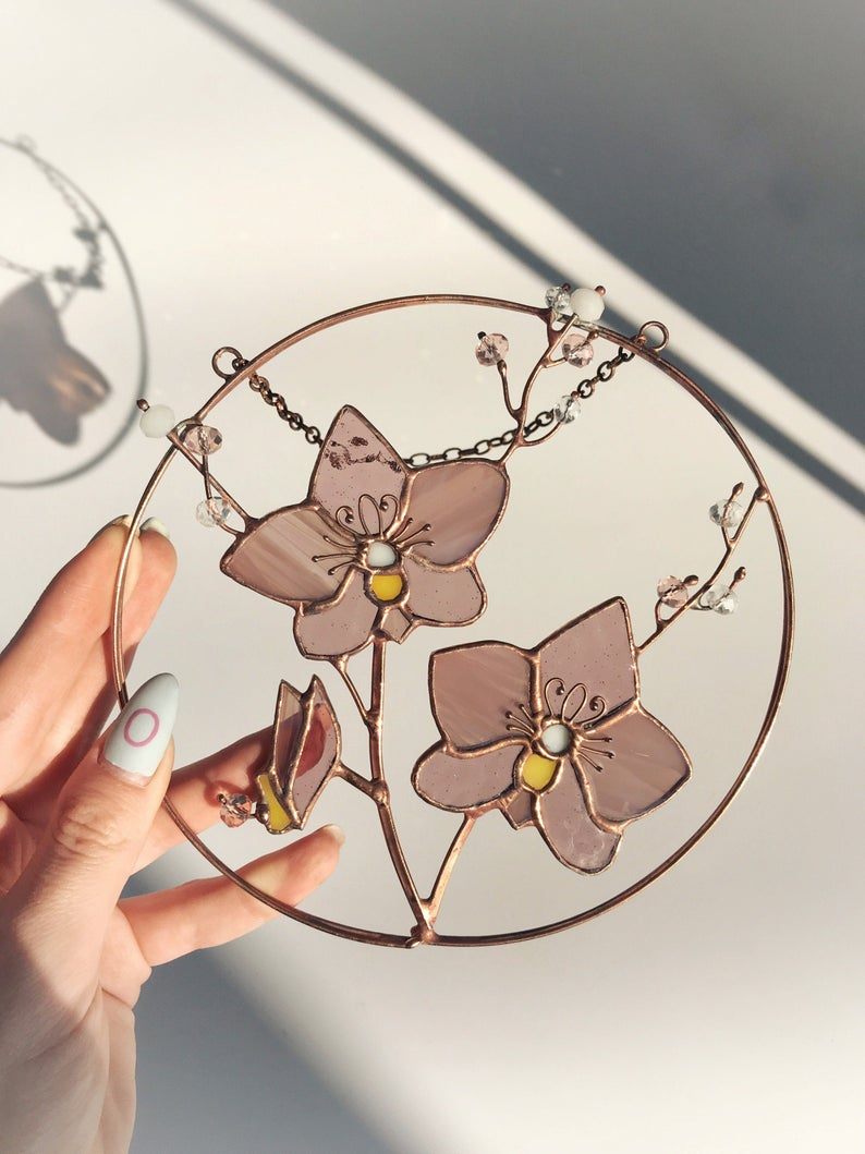 Abeille Dorchidee De Suncatcher De Fleur Rose En Verre Etsy In 2020 Stained Glass Decor Stained Glass Patterns Free Stained Glass Flowers