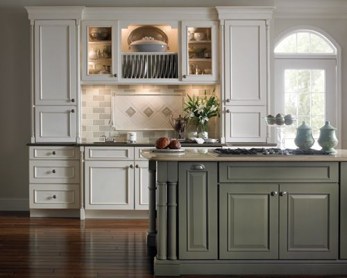 Love The Island Schuler Cabinets Kitchen Cabinets Traditional Kitchen Design