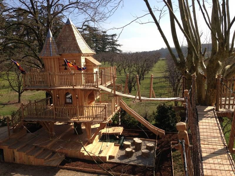 cabane en bois dans les arbres recherche google tree houses pinterest cabane cabane. Black Bedroom Furniture Sets. Home Design Ideas