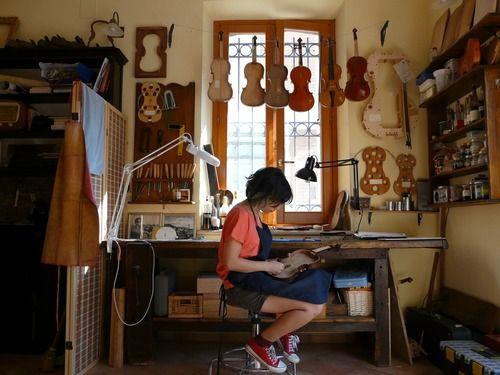 violin maker tumblr luthiery violin makers violin violin shop. Black Bedroom Furniture Sets. Home Design Ideas