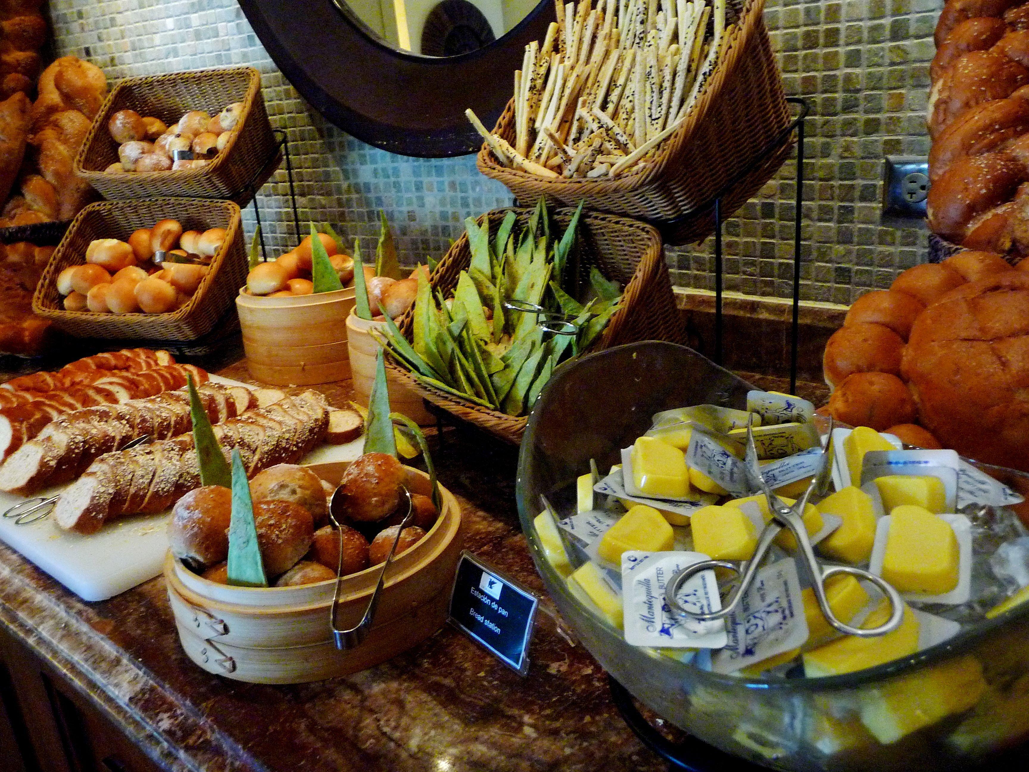 Elegant International Food Buffet Ideas
