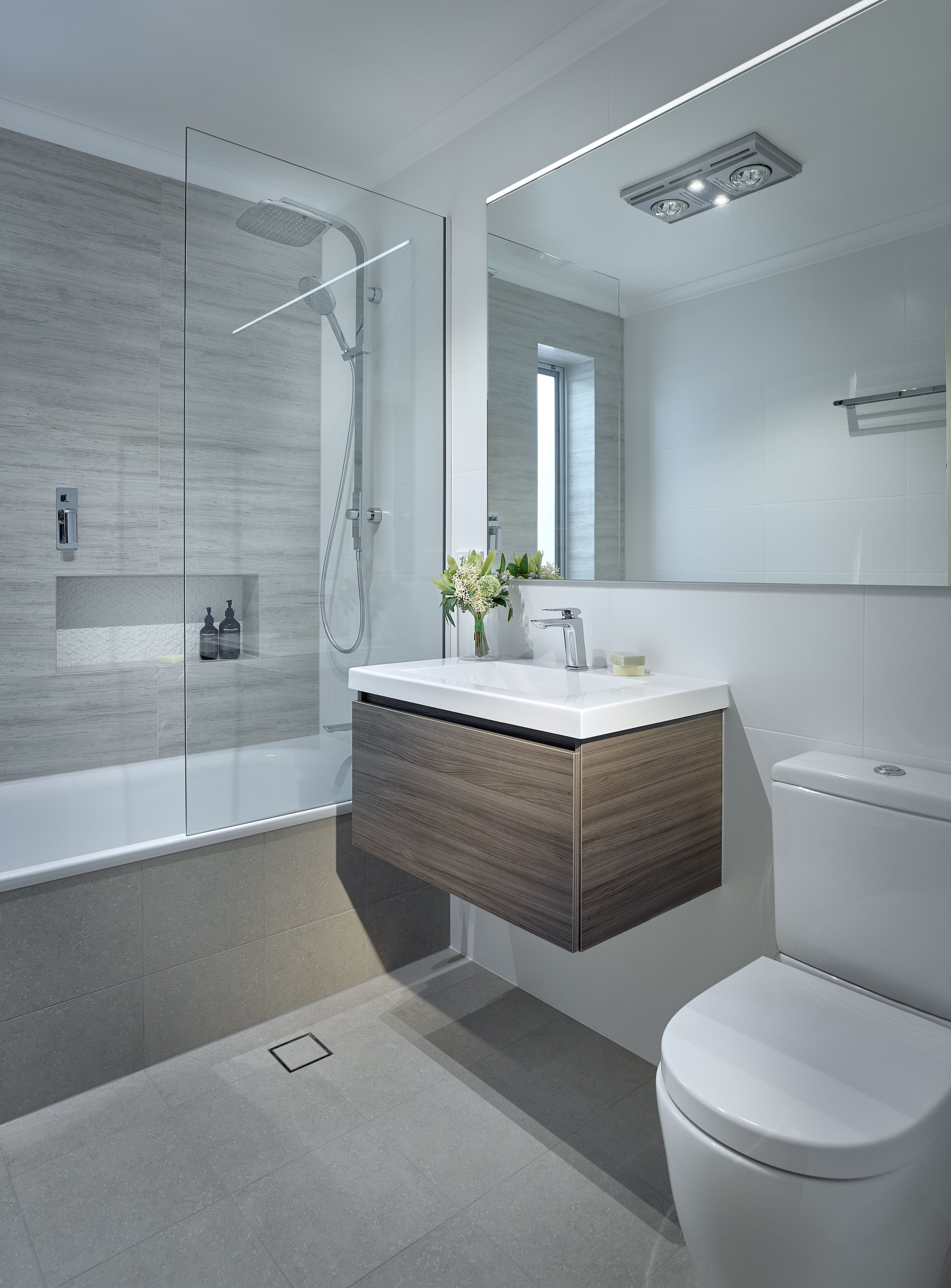 This small bathroom packs a punch! | hilton | Pinterest | Small ...