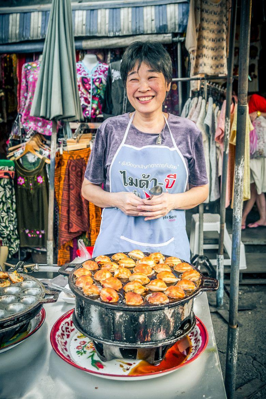 Smiling Vendor At The Chatuchak Market Street Food Market Street Food Thailand Street Food