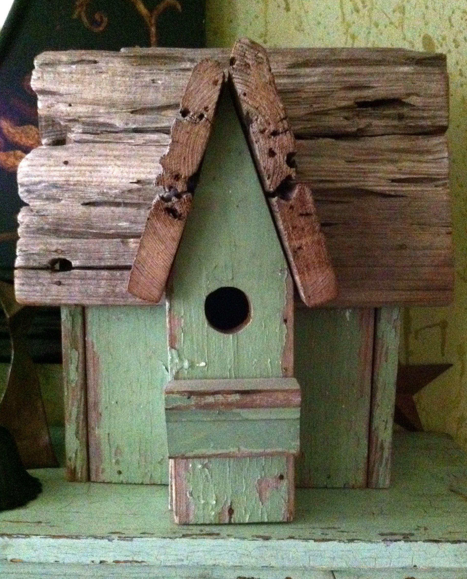 Birdhouse Garden: Rustic Green Birdhouse