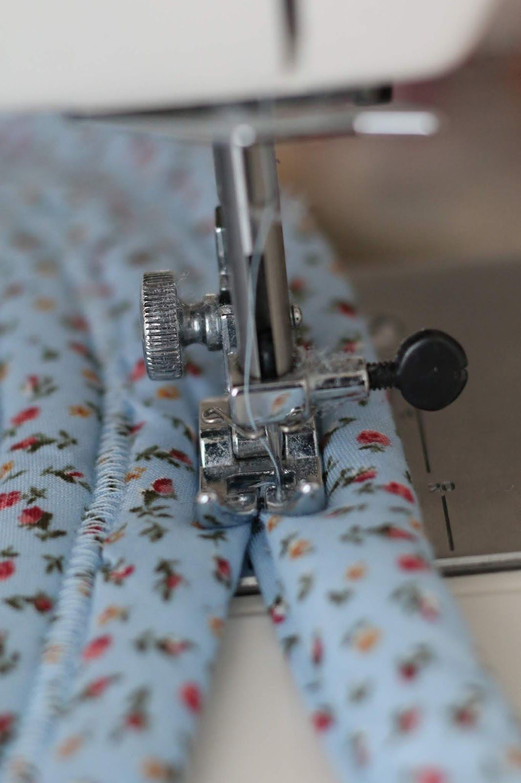 Jelly Roll Rug Tutorial | Life with Jane #sewingprojects