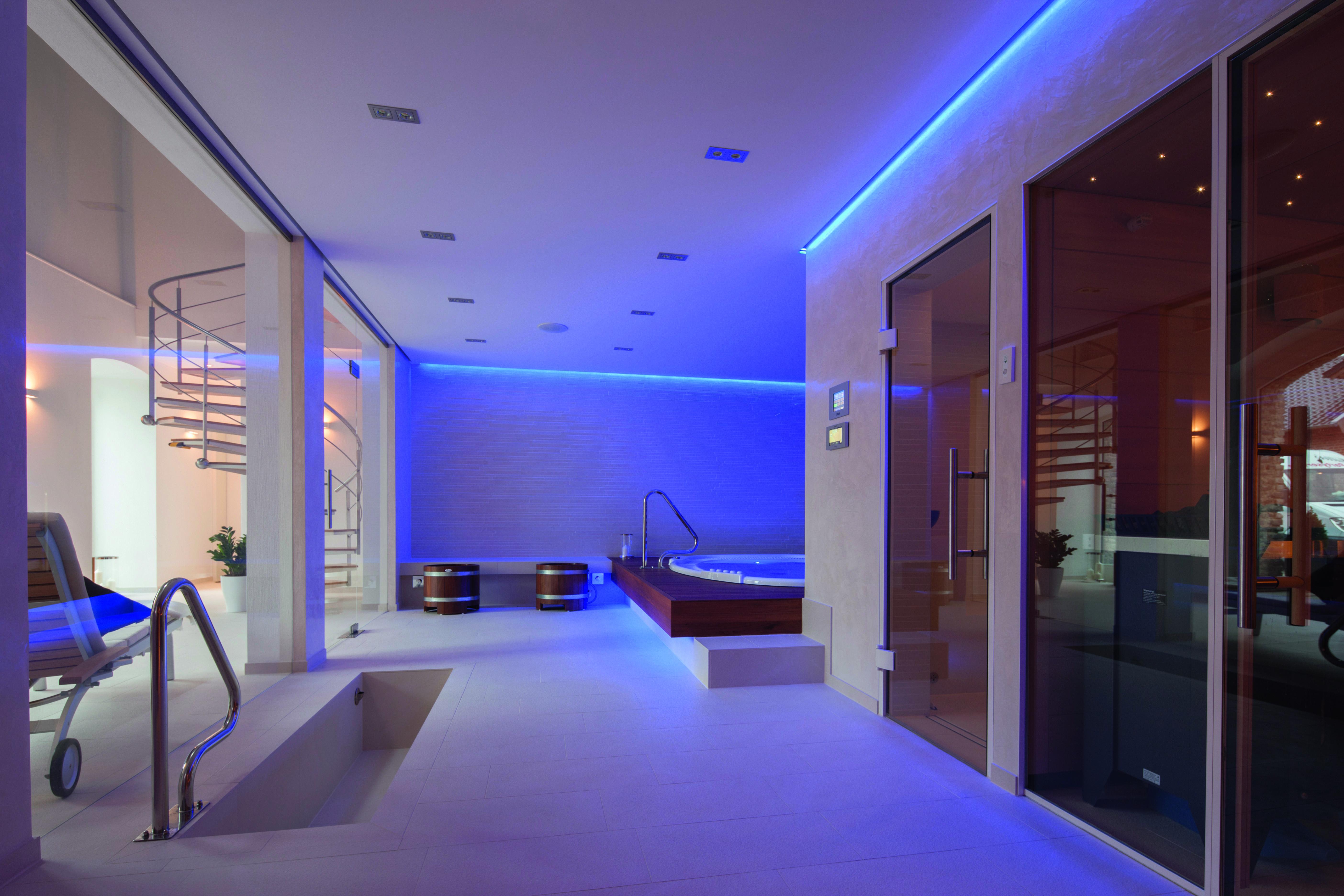 ein privater wellnessraum mit #sauna #whirlpool & co. www.bsw-web, Hause ideen