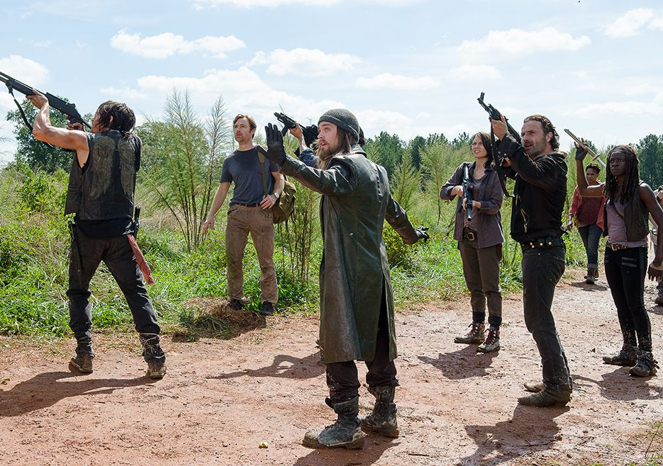The Walking Dead Season 6 Episode 11 Photos - arrival at Hilltop
