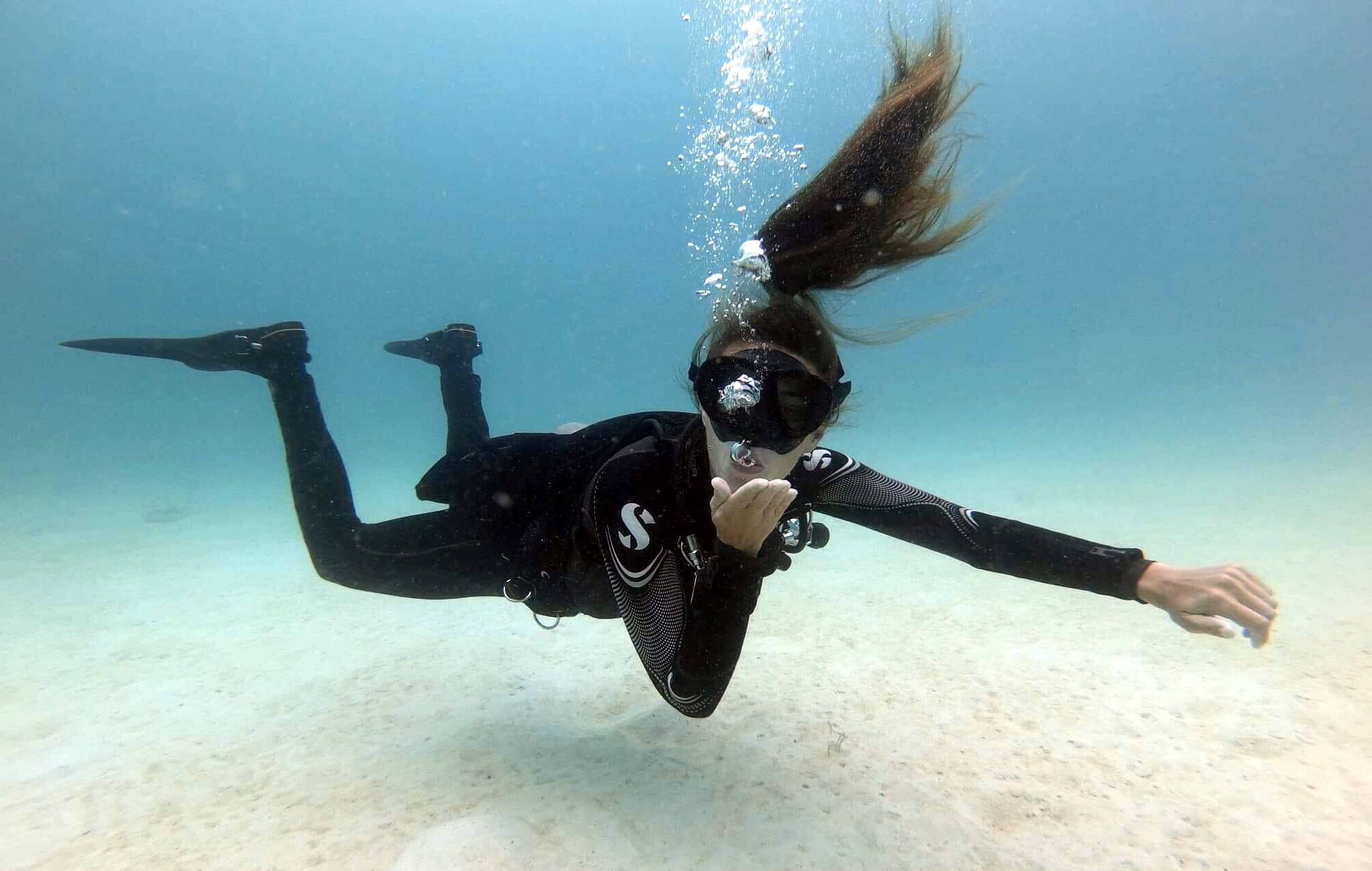 Diving in thailand idc koh career cylinder