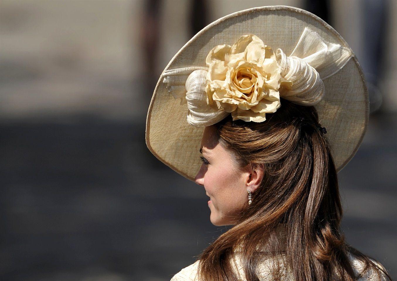Kate Middleton - yellow  #katemiddleton #yellow #hair #preppy #style   www.gateoneparrucchieri.it