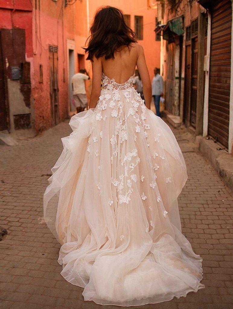 Liz Martinez Colette Size 8 Sample Wedding Dress Back View On