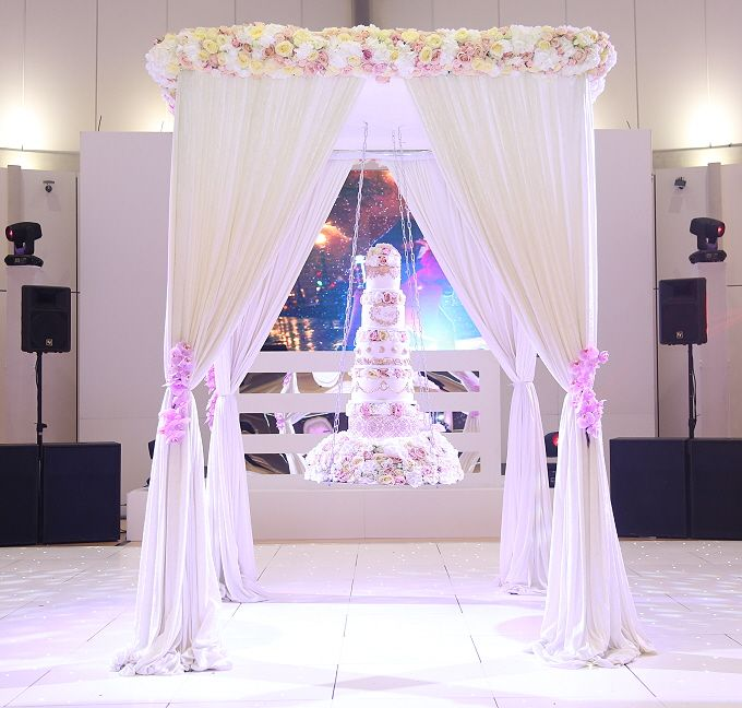 An Elegant Cake Swing Stand That Makes A Stunning Centrepiece At Wedding Reception