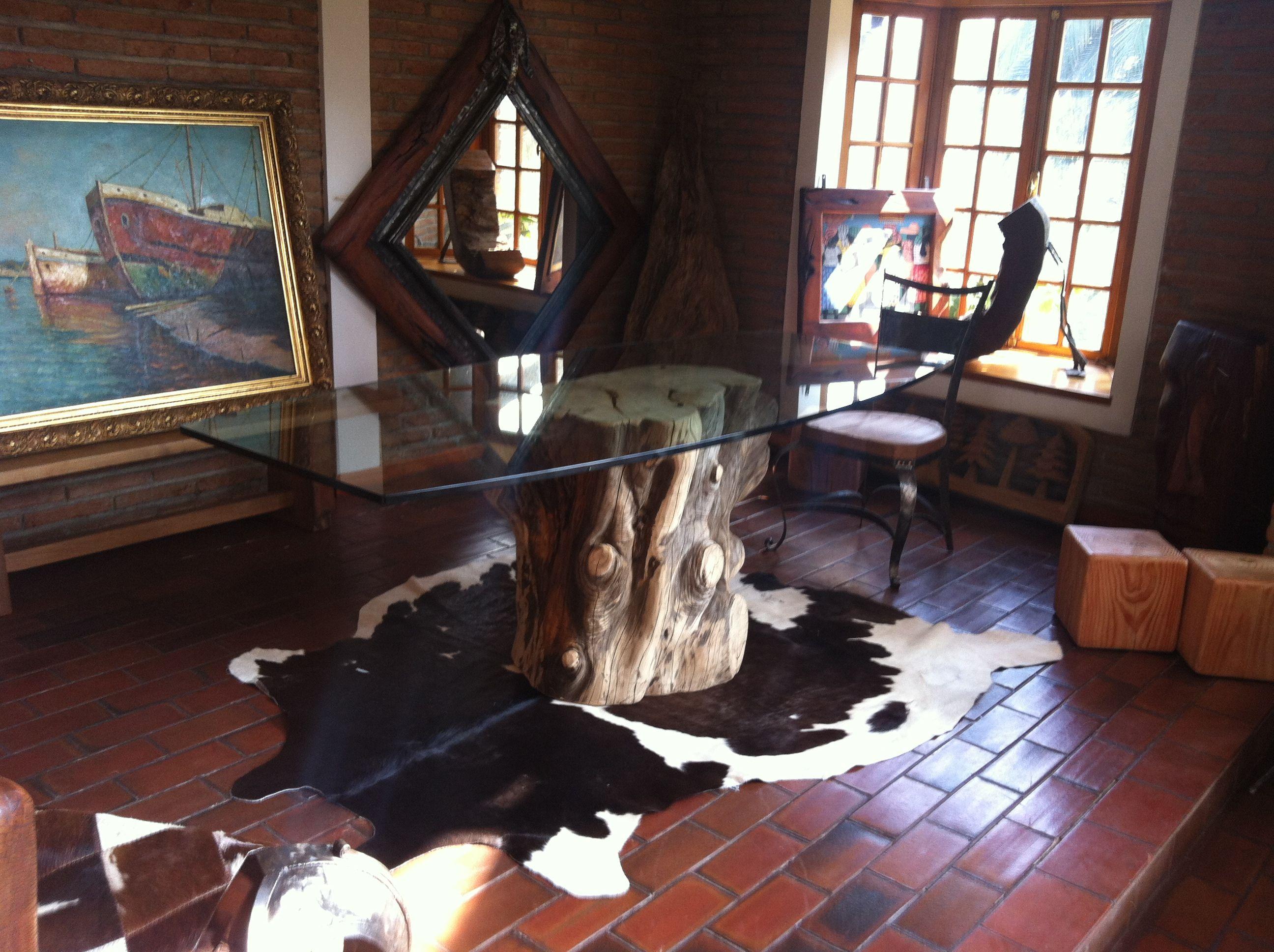 Mesa de comedor de tronco de cipres macrocarpa con cristal for Mesas de comedor de cristal