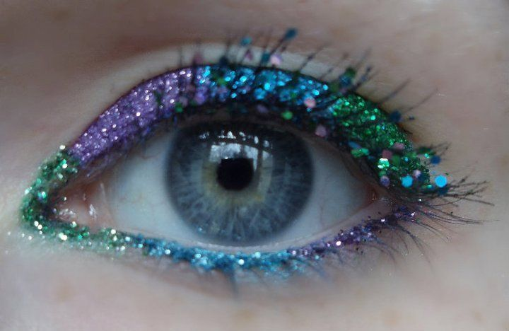 Purple, blue, and green eye makeup that I did a few months ago. <3